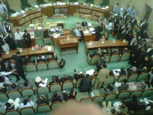 Gillani-courtroom